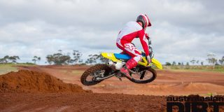 FIRST RIDE: 2018 Suzuki RM-...