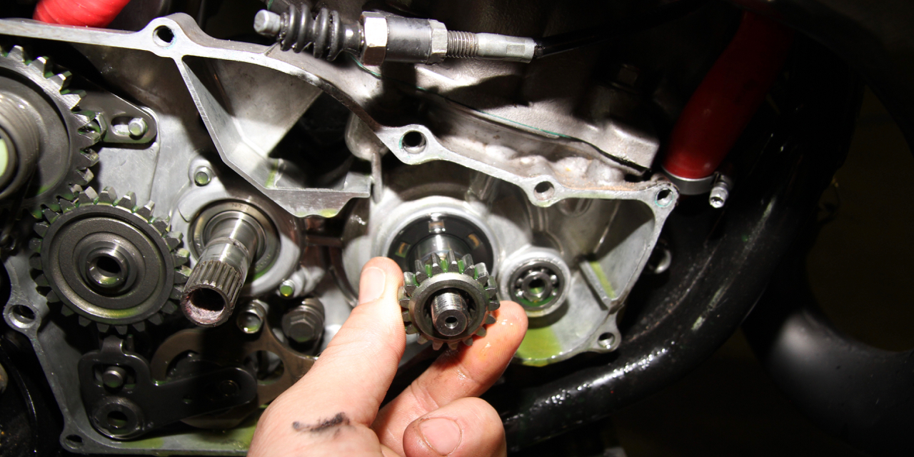 Replace a two-stroke crank seal - Australasian Dirt Bike